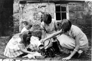 Margaret (R) and her sisters in Ireland before the war