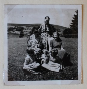 Margaret (R) with her mother and sisters in Ireland before the war